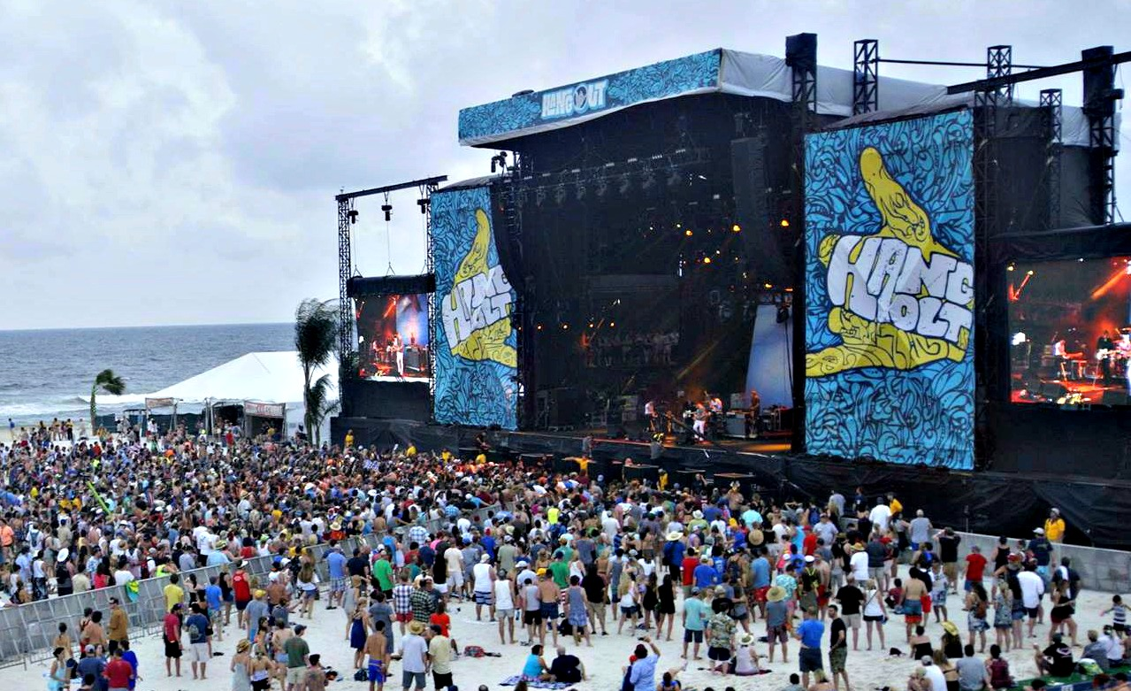 Hangout Fest Gulf Shores stage and crowd