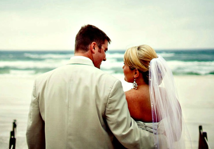 Boardwalk Beach Resort bride with veil and groom in light-colored suit