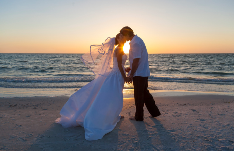 couple getting married on the beach in Gulf Shores